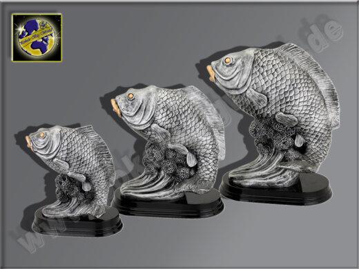 3er Karpfen-Fisch, Resin-Pokalserie, Silber, 23x18,5-28,5x26 u. 37x30 cm