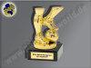 Spielerbeine mit Ball-Mini-Pokal, Gold, 9,5x5,5 cm